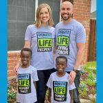 Parents with 2 young children wearing Donate Life t-shirts